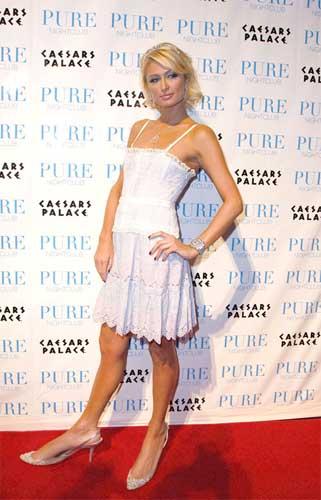 Paris Hilton met nieuwe schoenen