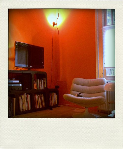 Movisi PLAY, een stoel en oranje.